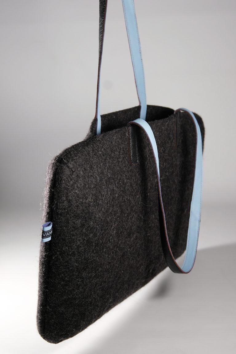 shoulder bag turtleneck black