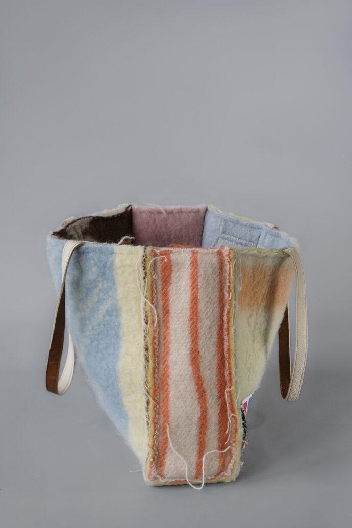 A Didas Shoulder Bag