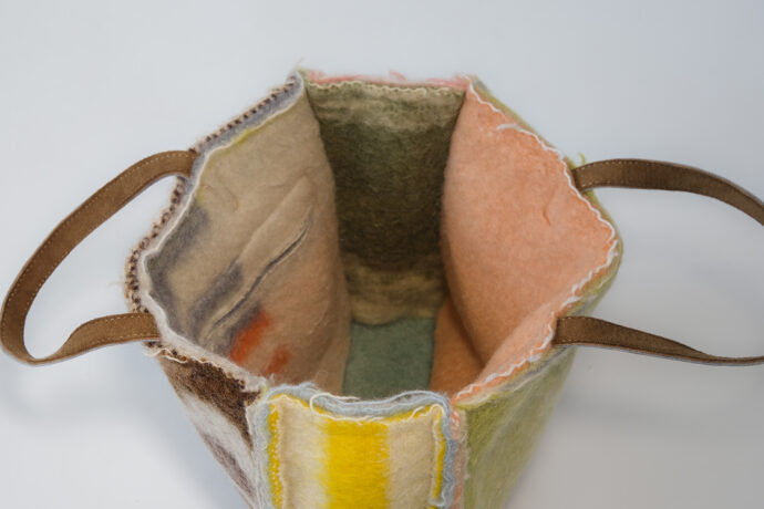 Unicum Layers Bag with original blanket label and short handles