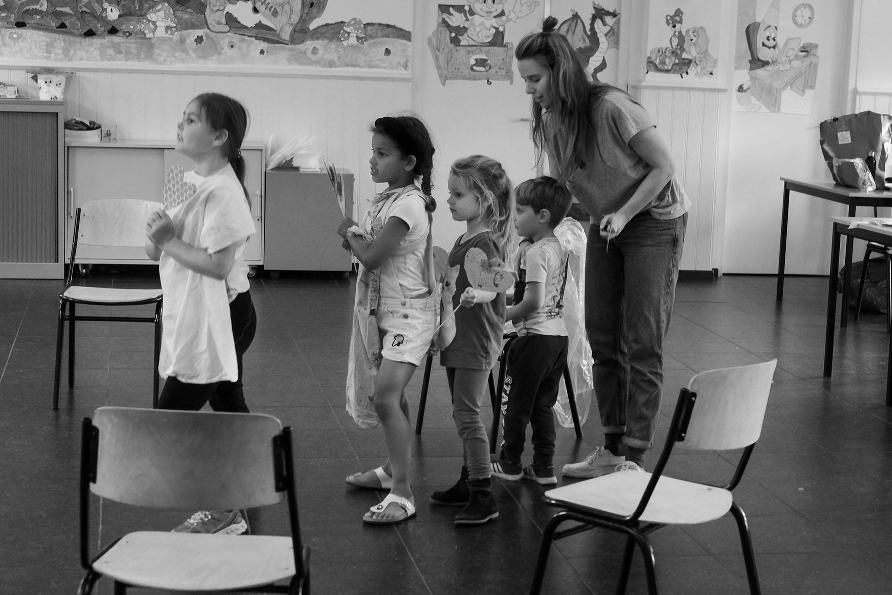 acting class with Eva van Boxtel moving statue summerschool