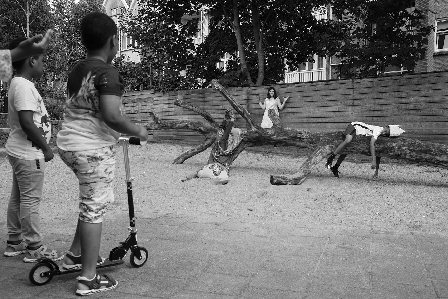 Playground De Klimroos, rehearsals moving statue summerschool