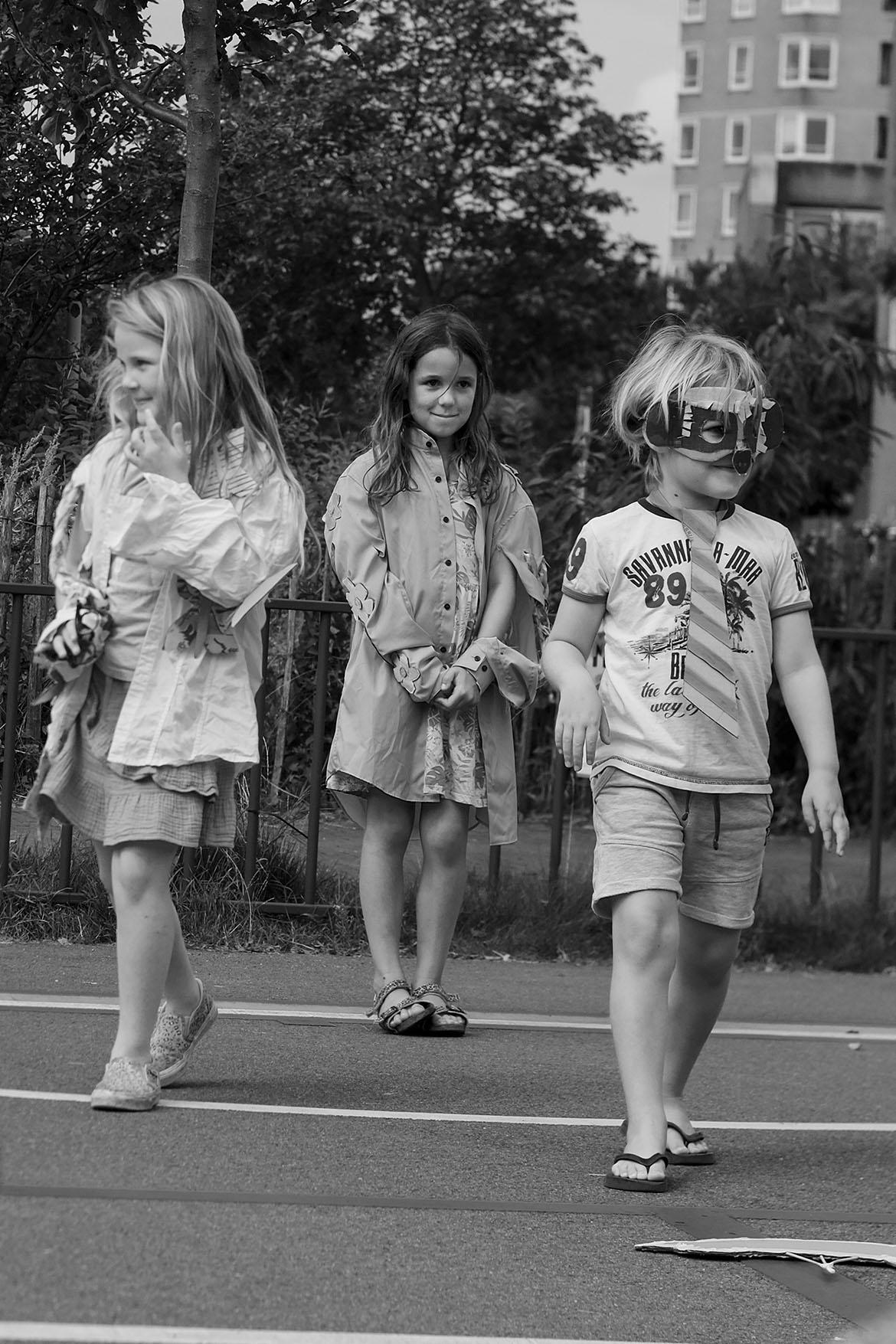Stokstaaartje & nature girls, Huis van de wijk Het Steiger, moving statue summerschool