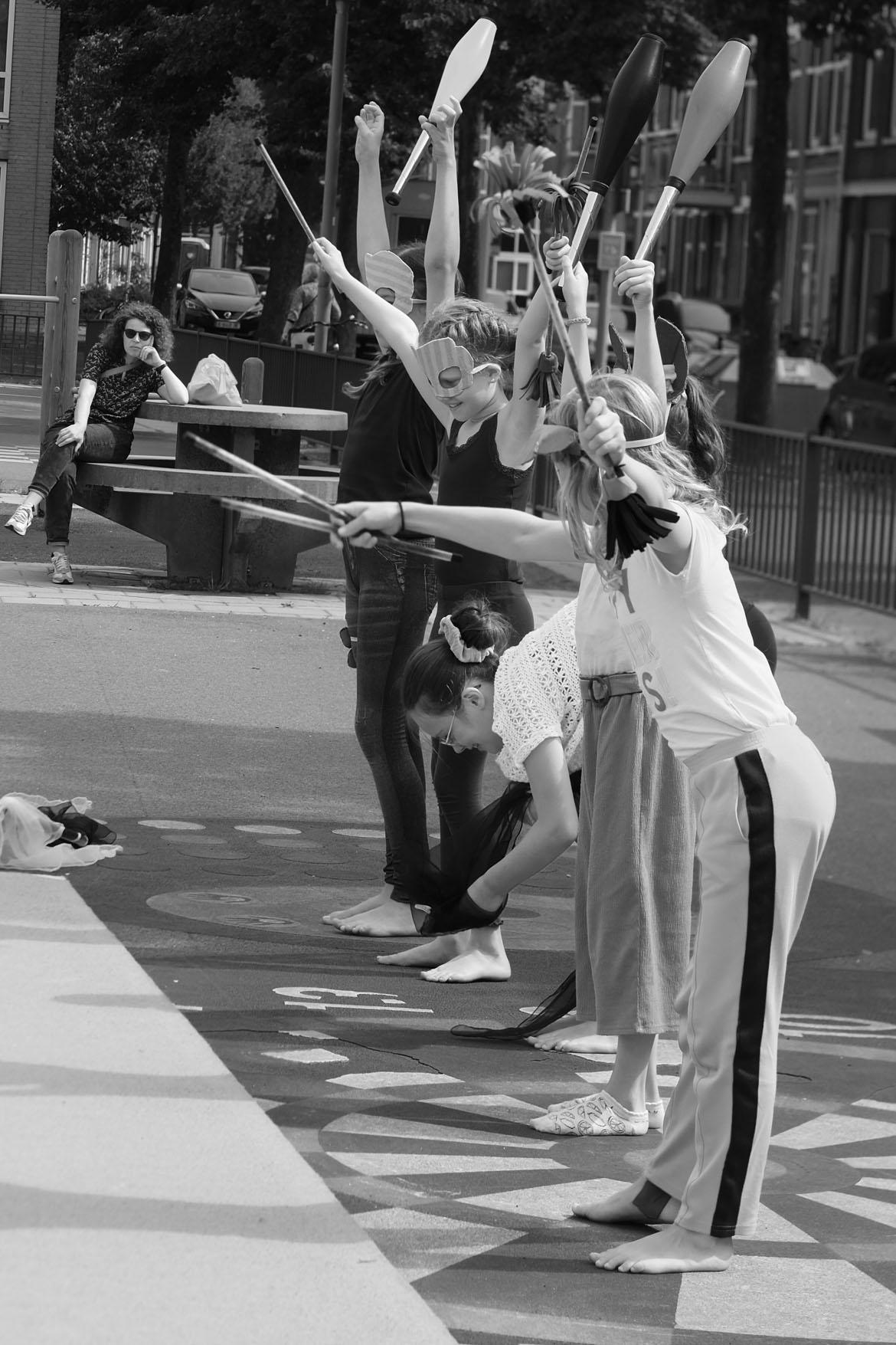 rotjeknor acrobats moving statue summerschool