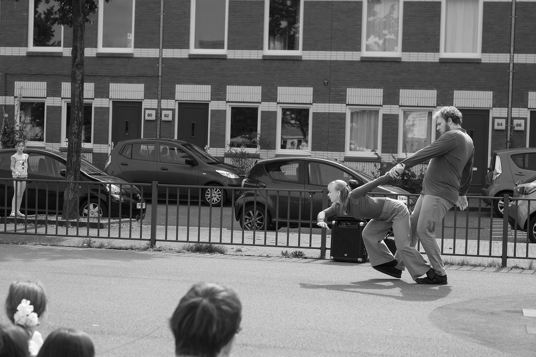 girl watching Duo No Nonsense, moving statue summerschool